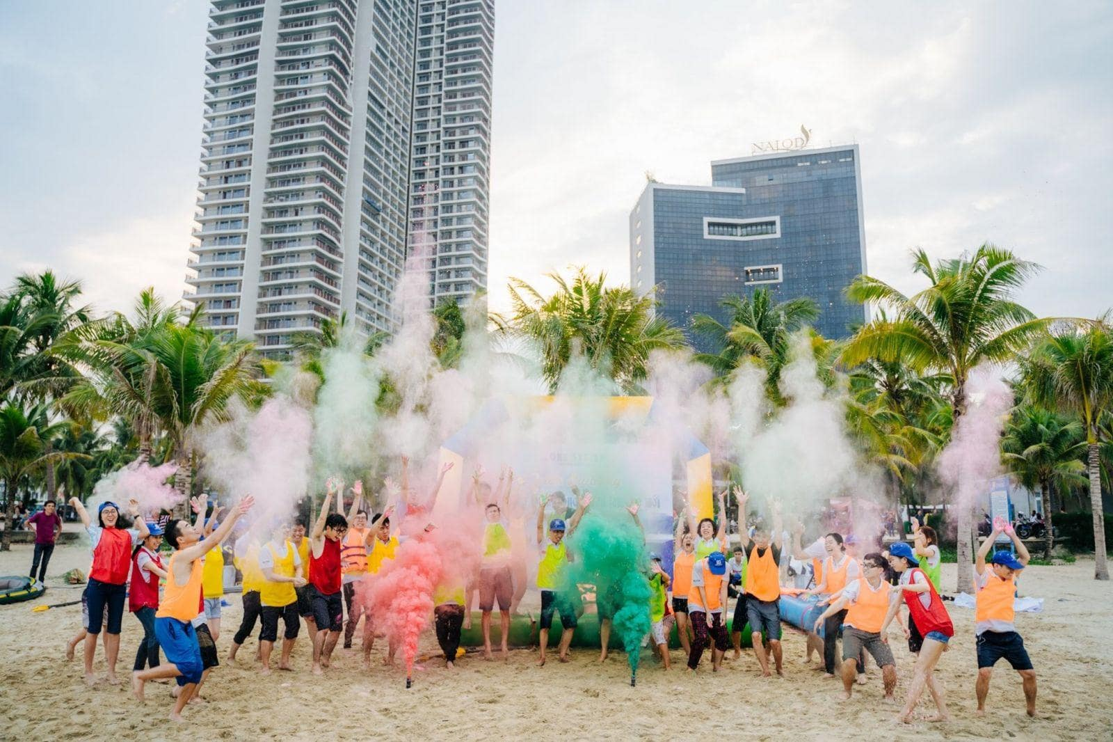 Tổ chức team building cho doanh nghiệp với không gian chương tình rực rỡ sắc màu gắn kết