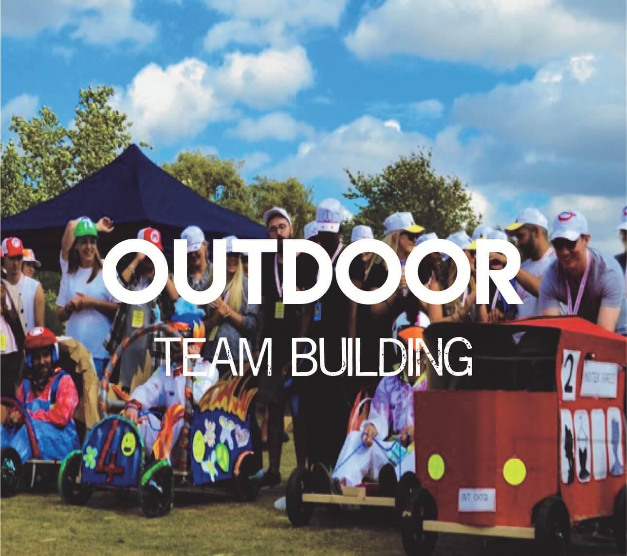 Hoạt động team building là gì? Tổ chức Team building ngoài trời